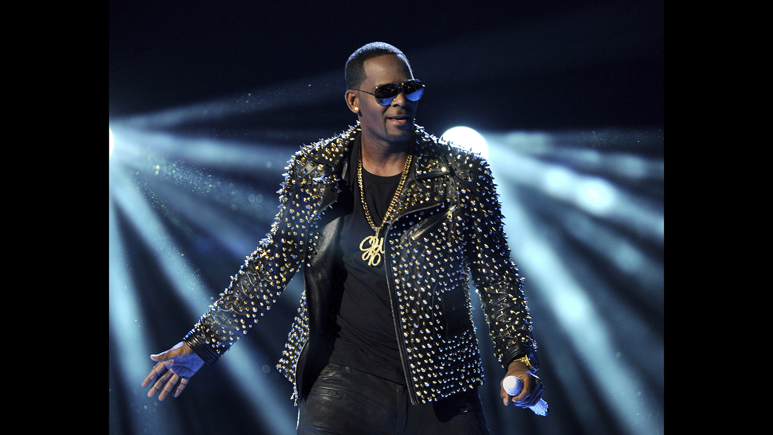 In this June 30, 2013 file photo, R. Kelly performs at the BET Awards in Los Angeles. (Photo by Frank Micelotta / Invision / AP, File)