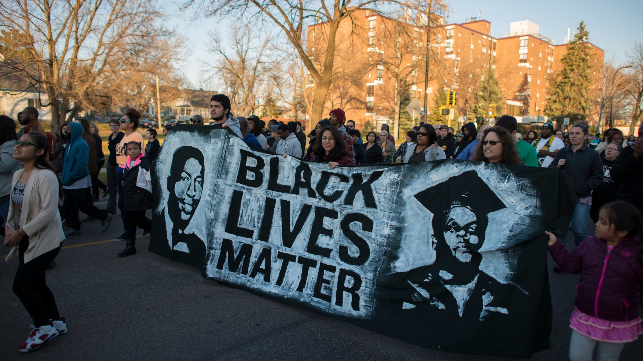 Protesters march in response to the death of Jamar Clark, who was shot by Minneapolis police in November 2015. (Fibonacci Blue / Flickr)