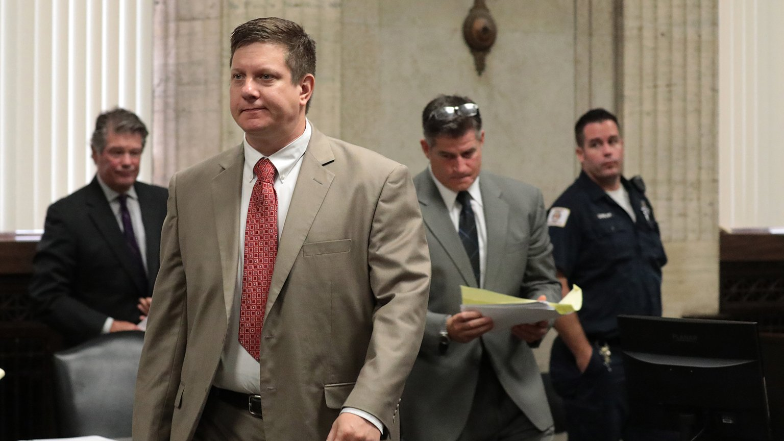 Chicago police Officer Jason Van Dyke walks over to the judge's bench at the start of the hearing on the shooting death of Laquan McDonald, at the Leighton Criminal Court Building Monday, Aug. 20, 2018. (Antonio Perez / Chicago Tribune / Pool)