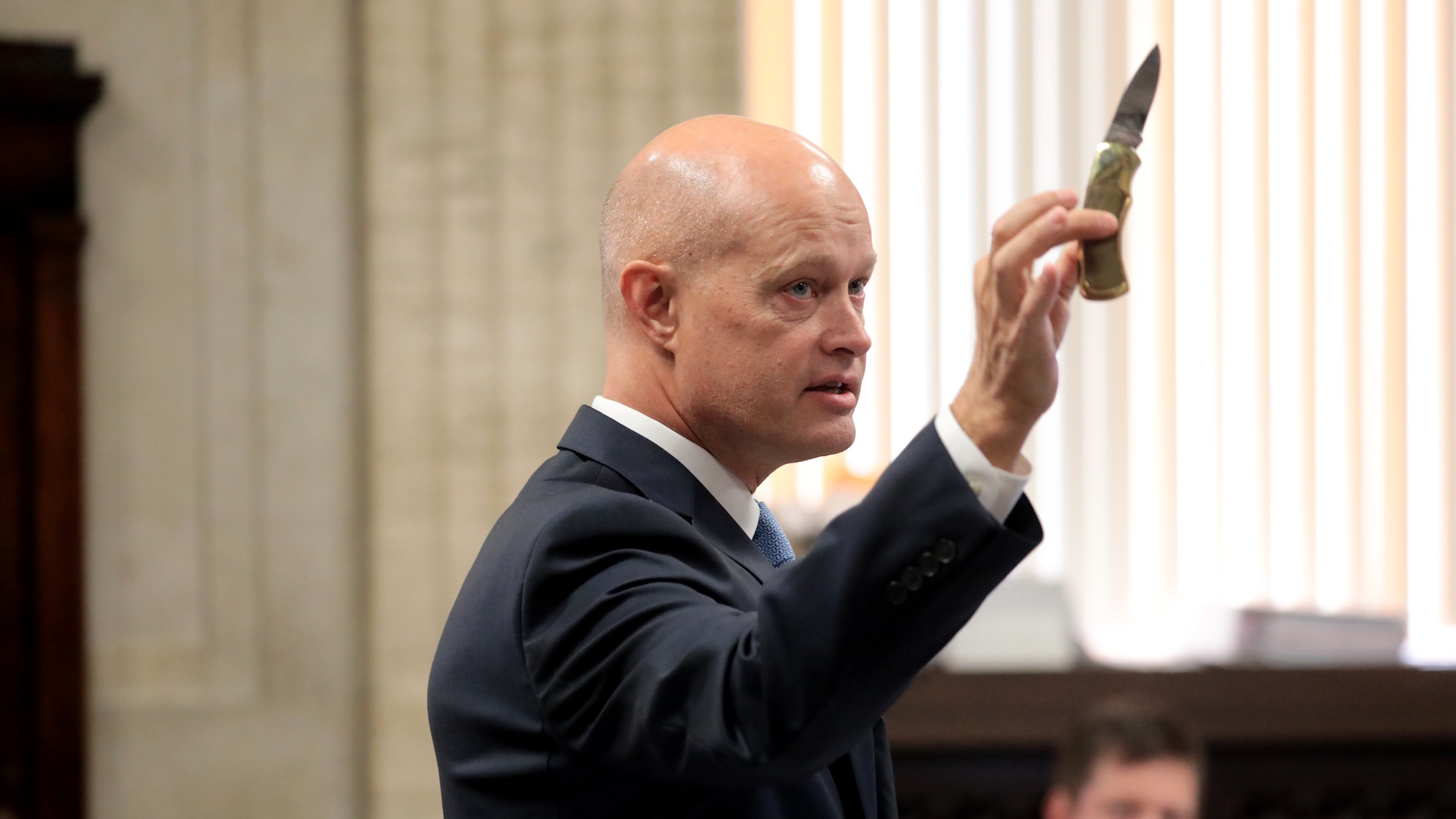 During opening statements on Monday, Sept. 17, 2018, special prosecutor Joseph McMahon holds the 3-inch blade Laquan McDonald carried the night we was killed. (Antonio Perez / Chicago Tribune / Pool)