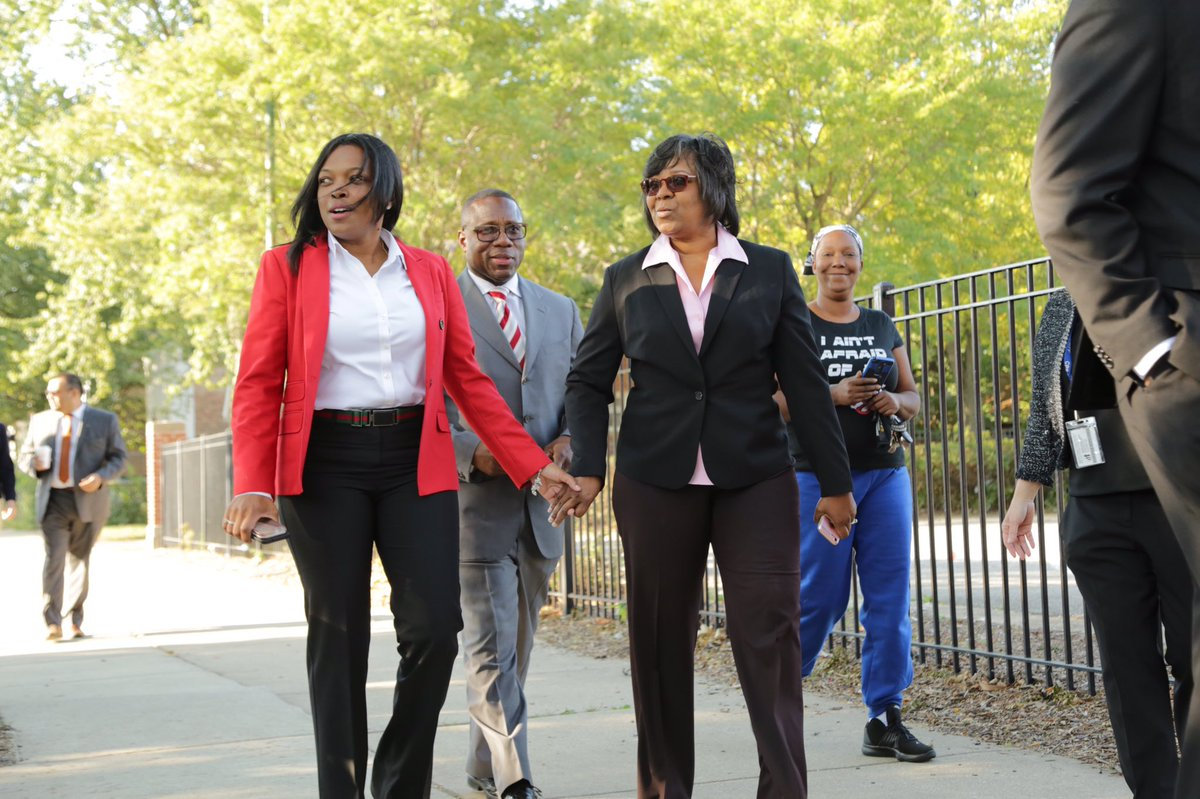 Jackson walks with Ald. Michelle Harris along a CPS Safe Passage route at Harold Washington Elementary last fall. (Janice Jackson / Twitter)