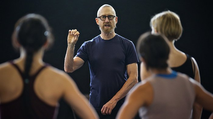 "William Forsythe rehearses ""N.N.N.N."" with Hubbard Street Dancers Ana Lopez, Alicia Delgadillo, and Emilie Leriche. (Todd Rosenberg)"