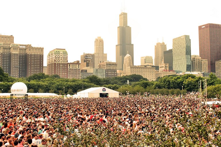 Alleged Las Vegas gunman Stephen Paddock reportedly booked multiple rooms at the Blackstone Hotel (red and white building, second from left) in August overlooking Lollapalooza. (EMR / Flickr)