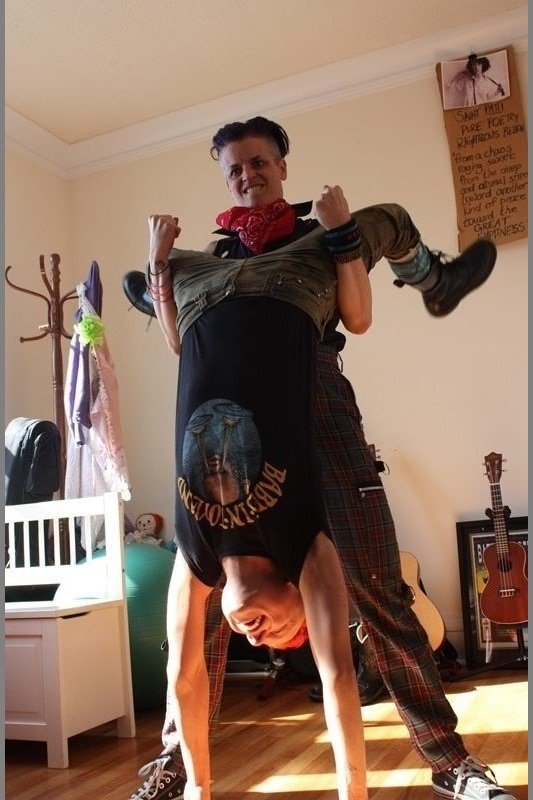 Feats of strength at Malic and Molly's Humboldt Park apartment. (Chloe Riley)