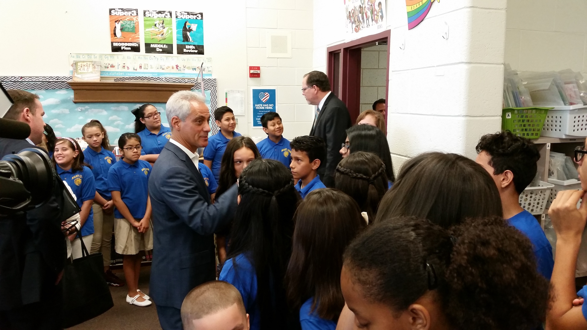 Mayor Rahm Emanuel meets with students at Mary Lyon Elementary on Thursday. (Matt Masterson / Chicago Tonight)