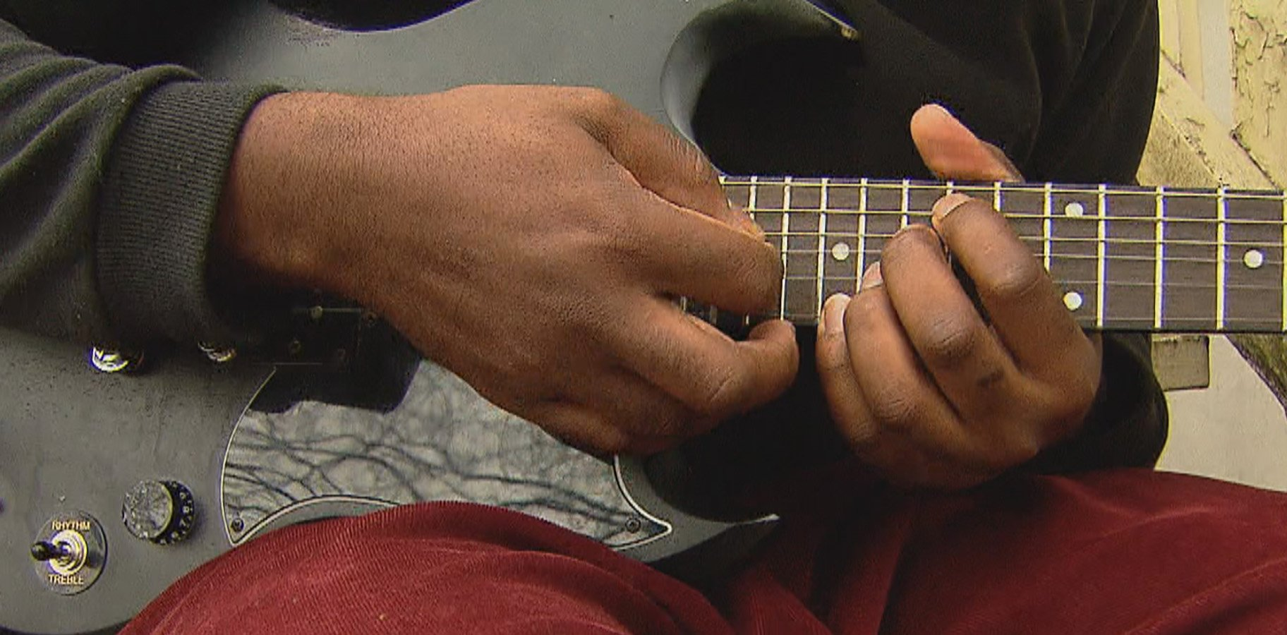 A local Chicago musician performing (WTTW News)
