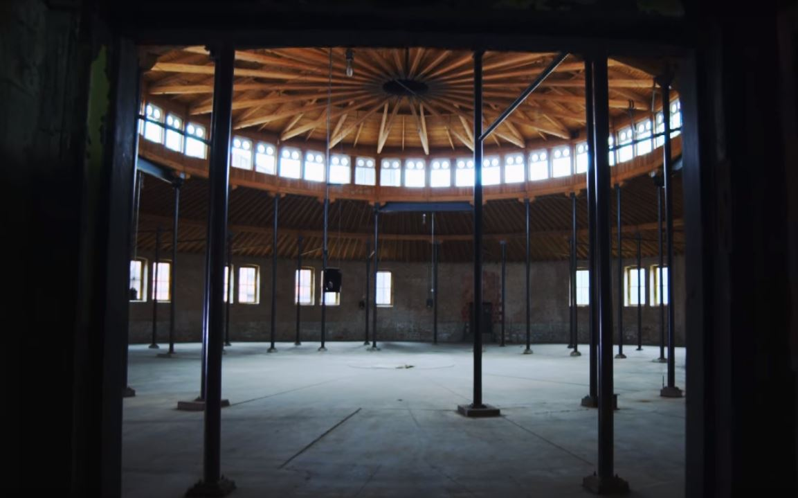 Why a Historic Daniel Burnham Building Sits Empty on