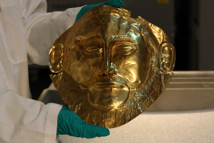 A reproduction of the Mask of Agamemnon at the Field Museum. (Chloe Riley)