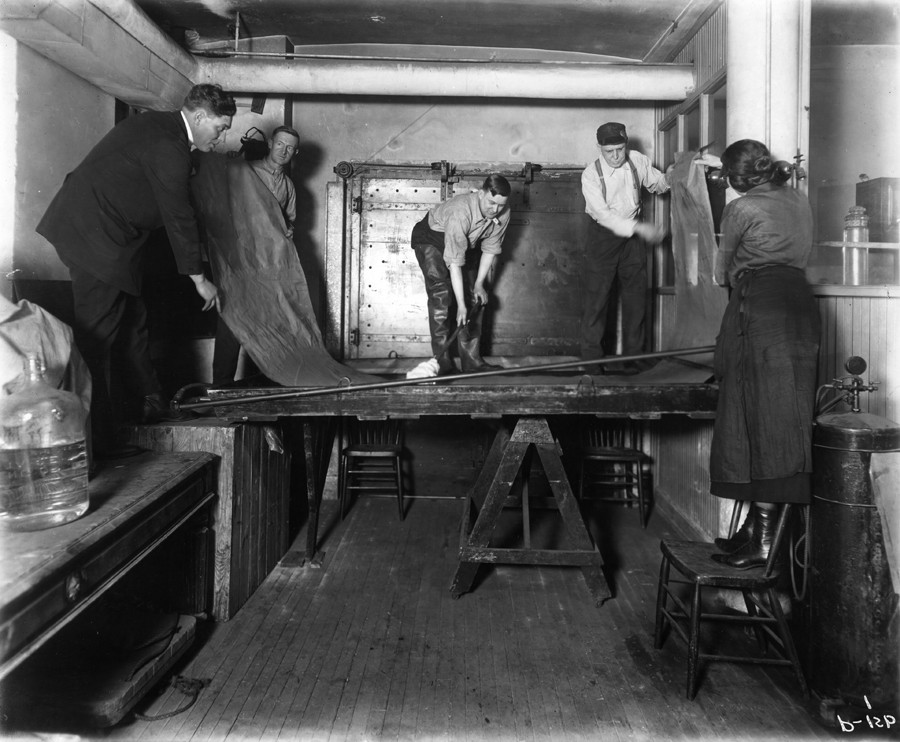 Chicago Academy of Sciences employees develop background for diorama, circa 1920. (Courtesy Peggy Notebaert Nature Museum)