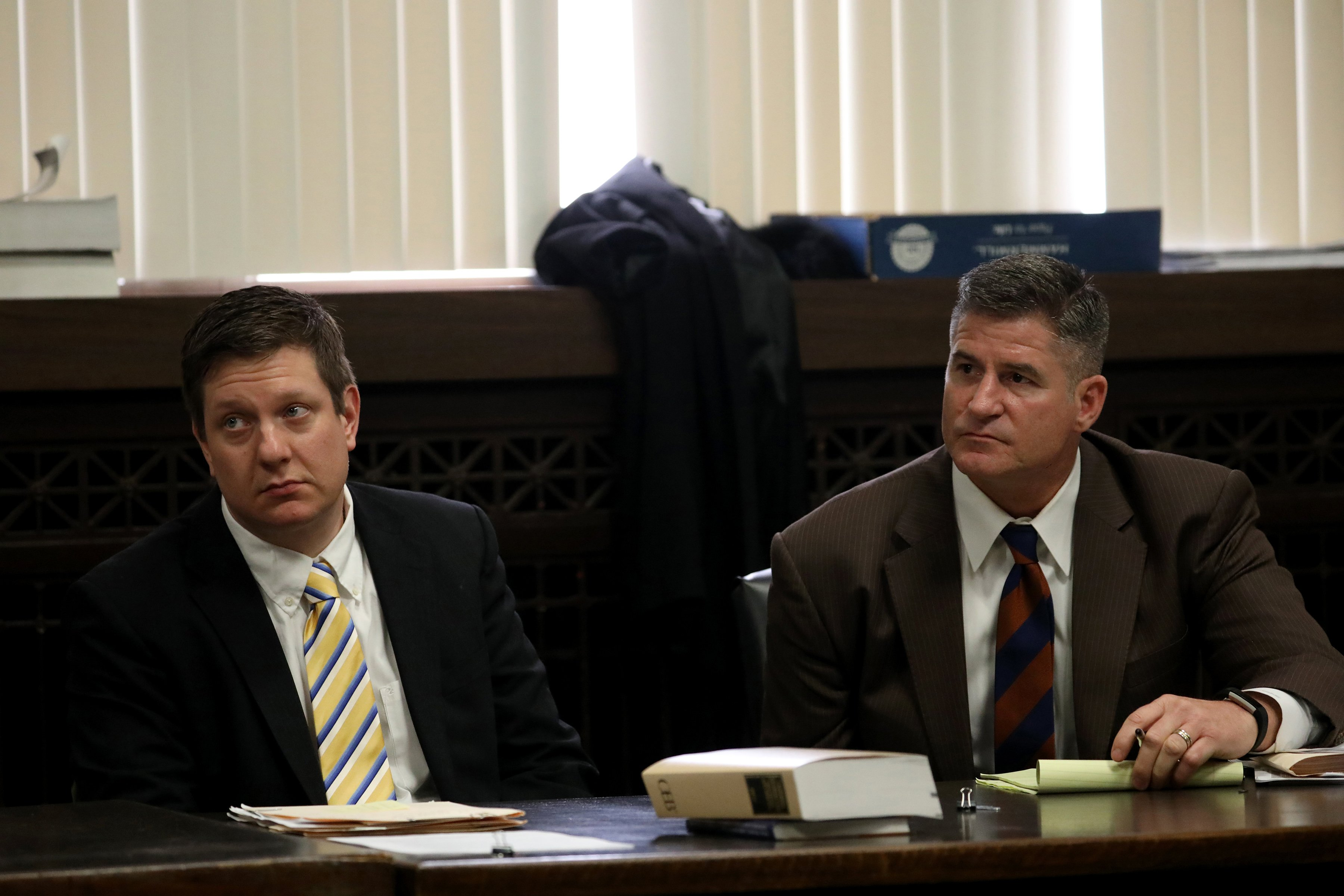 Jason Van Dyke, left, sits with his attorney Daniel Herbert at his hearing at Leighton Criminal Court in Chicago on April 18, 2018. (Nancy Stone / Chicago Tribune / Pool)
