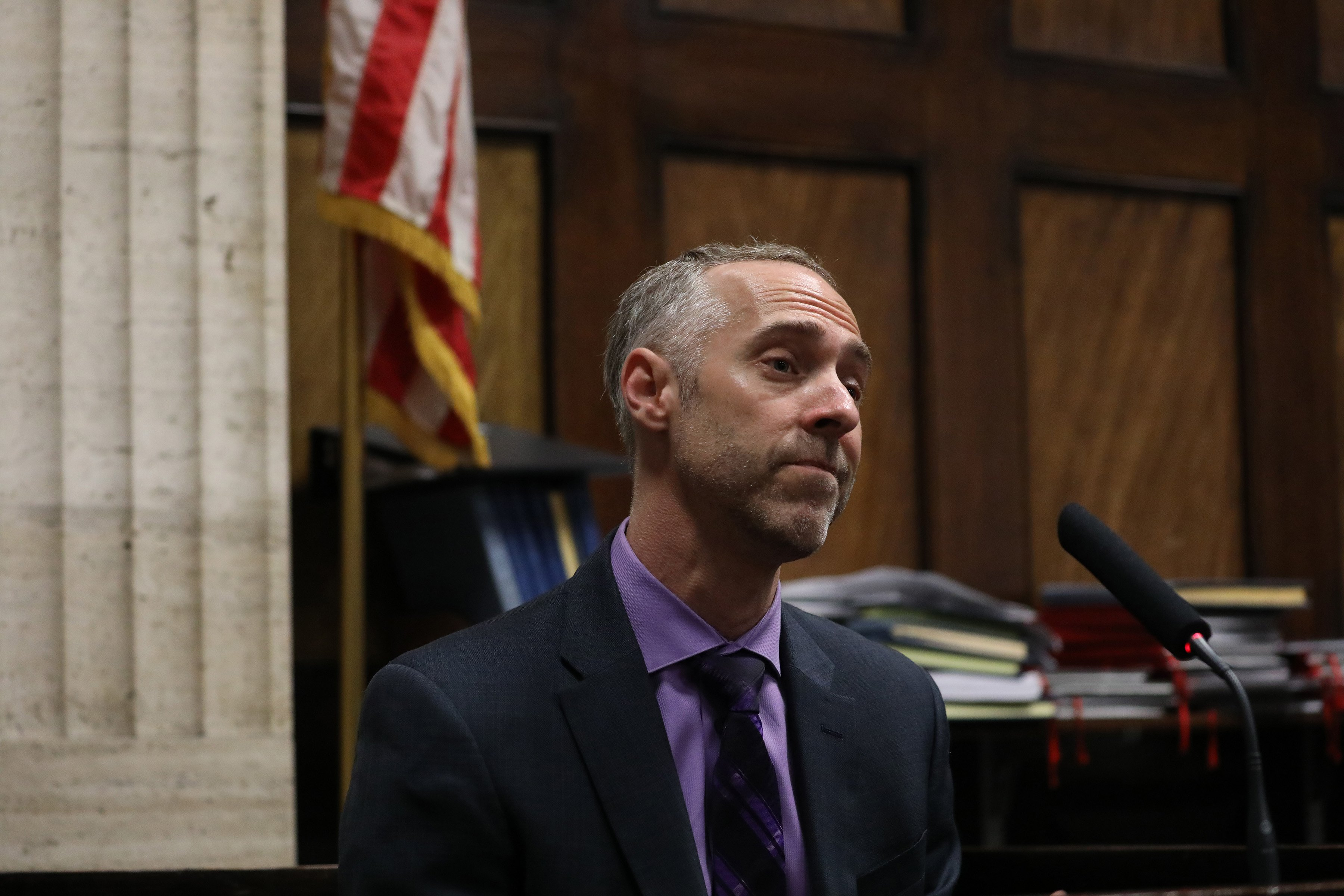 Witness Bryan Edelman, a trial consultant hired by the defense to conduct change-of-venue polls, answers questions at the hearing in the Jason Van Dyke case at Leighton Criminal Court in Chicago Wednesday April 18, 2018.    (Nancy Stone / Chicago Tribune / Pool)