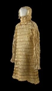 This Inuit raincoat is made of translucent seal intestines, meticulously stitched together with red and blue thread. Simply and elegantly decorated, this coat has a timeless quality. John Weinstein © The Field Museum