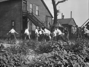 White mob hunts for Blacks on Chicago's South Side. Photo courtesy of The Chicago History Museum. Click image to view photo gallery.