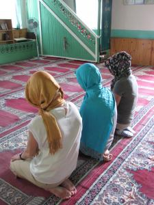 Lindsay and Caroline went through the motion of prayer at a mosque in Izmit, Turkey with one of their peers, Saira, who is Muslim/Latifah Al-Hazza