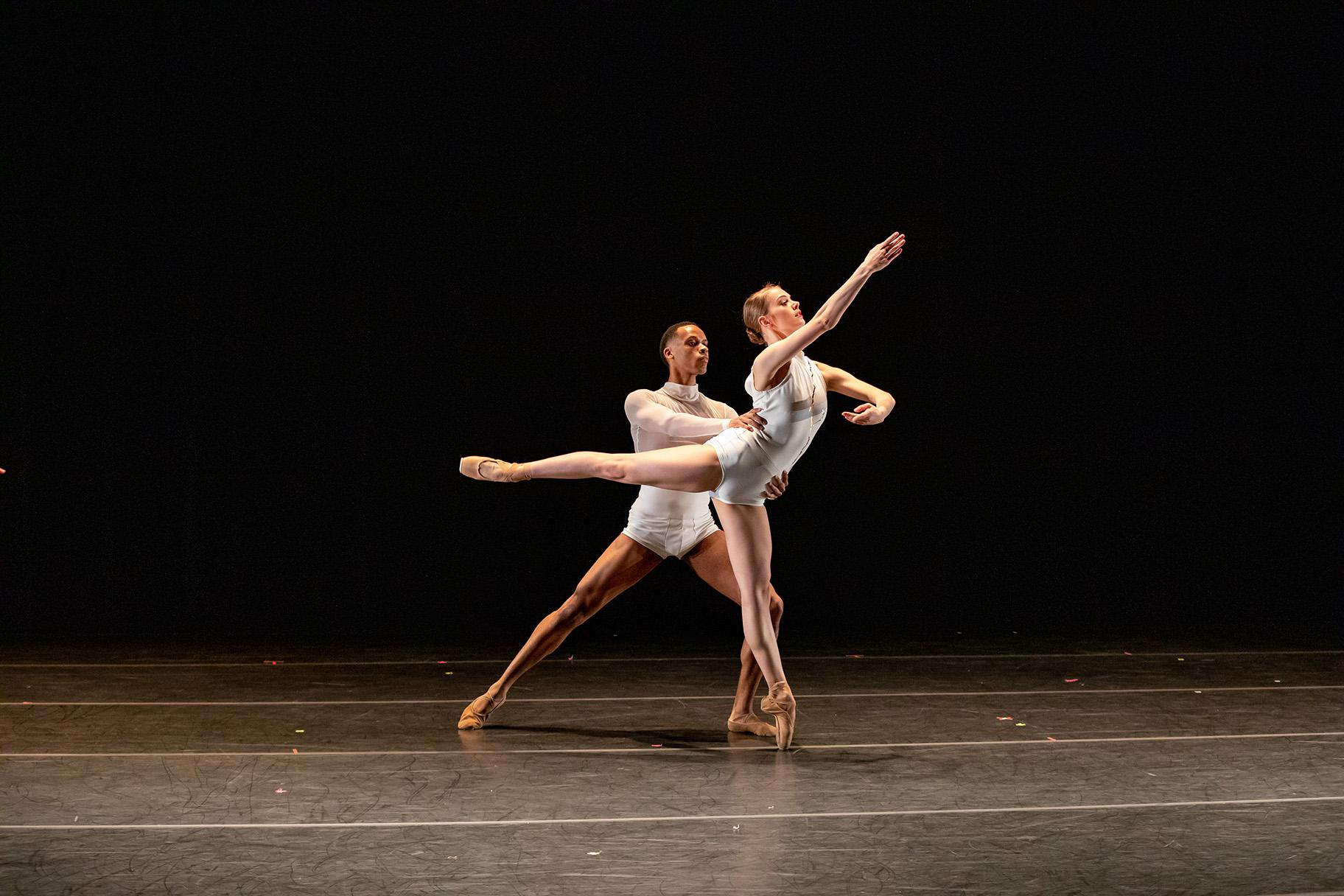 "Anna Mains and Brian Bennett in ""Lineas"" by Edgar Zendejas (Photo by Cheryl Mann)"
