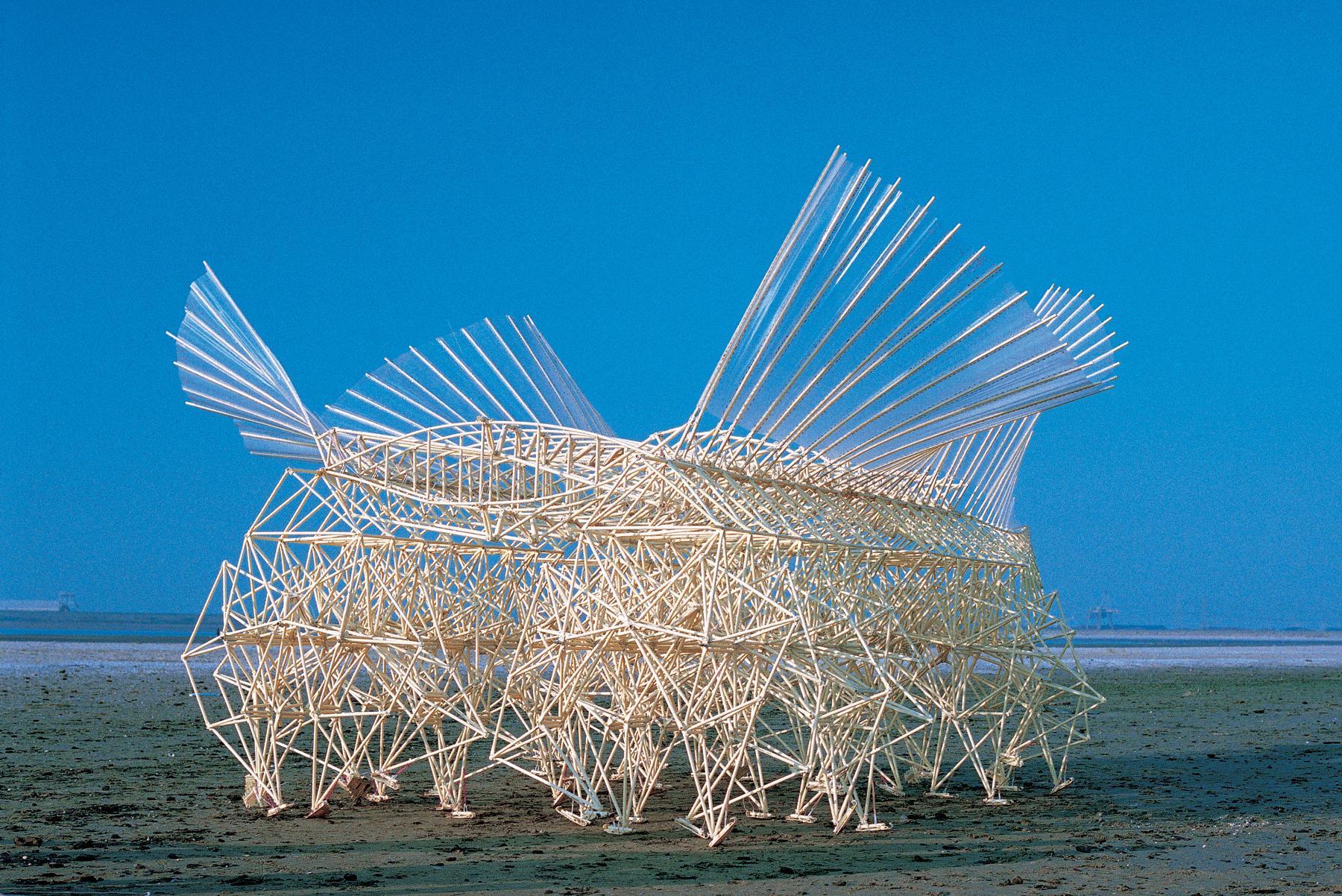 'Strandbeest' Sculptures of Theo Jansen Fuse Art With ...