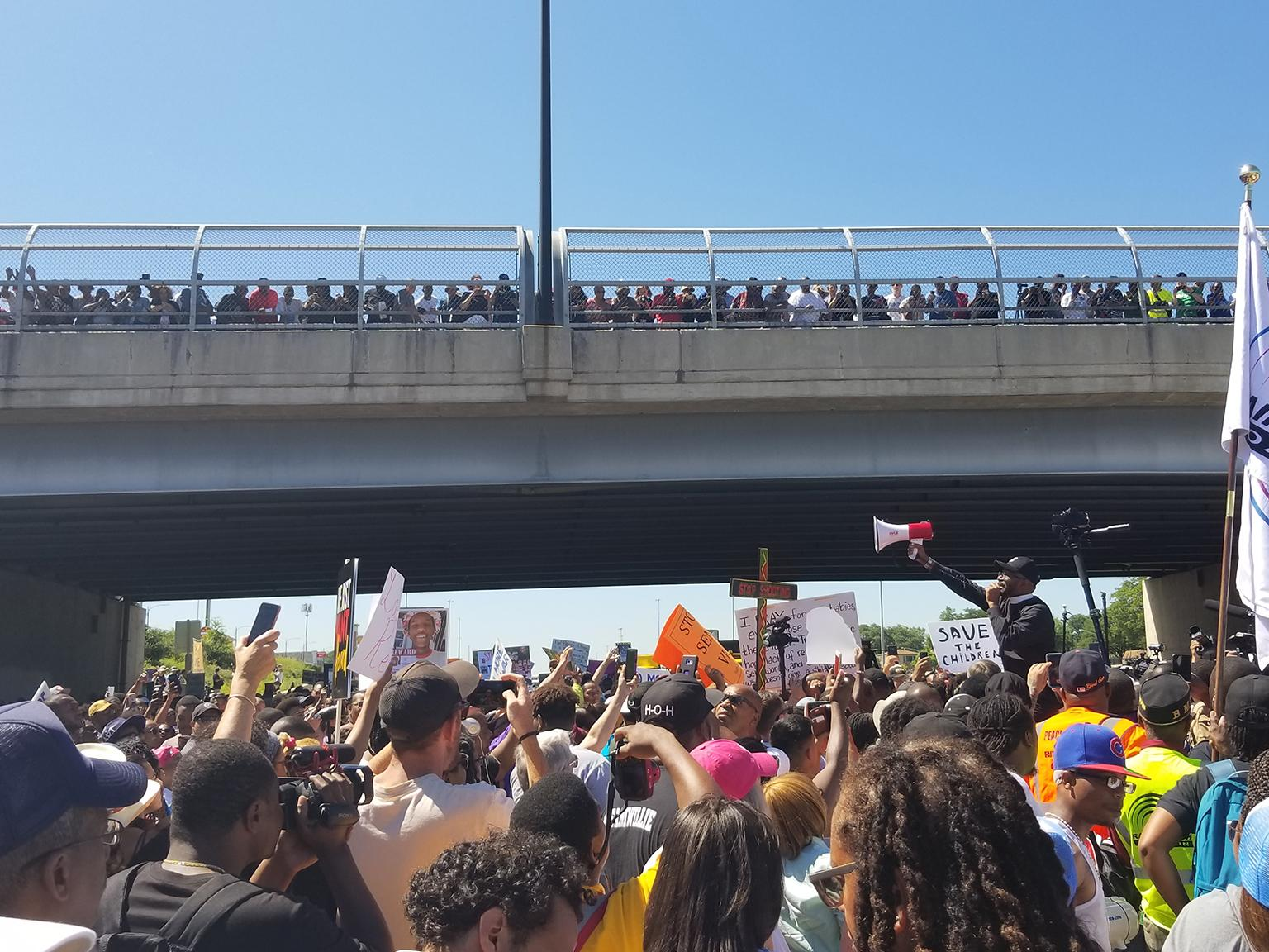 Protesters pause at the 76th Street overpass on the Dan Ryan Expressway on July 7, 2018. (Matt Masterson / Chicago Tonight)