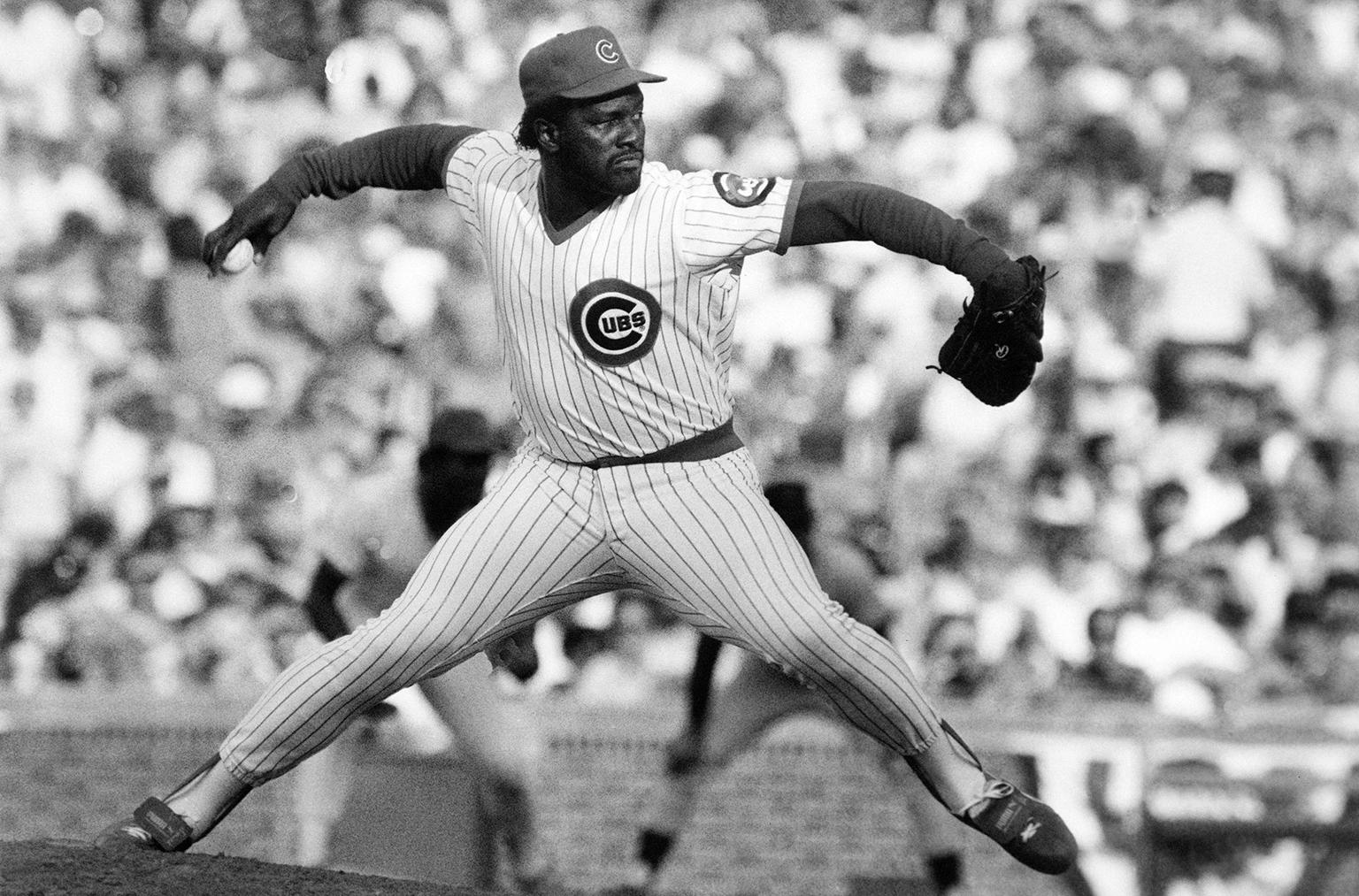 In this Dec. 8, 1987, file photo, Chicago Cubs relief pitcher Lee Smith works against the San Francisco Giants during a baseball game, in Chicago. (Bob Fila /AP File Photo)