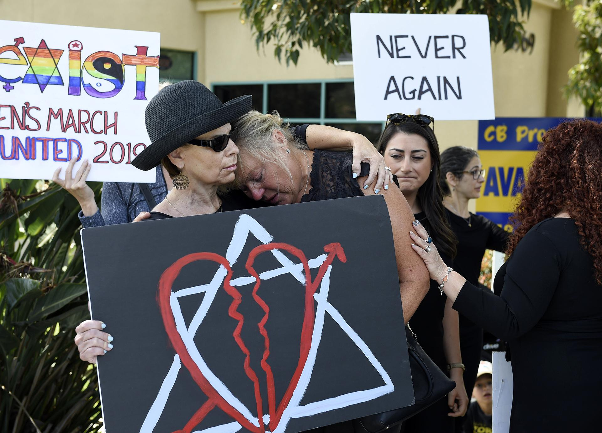 Leslie Gollub, left, and Gretchen Gordon hug at a vigil held to support the victims of the Chabad of Poway synagogue shooting, Sunday, April 28, 2019, in Poway, California. (AP Photo / Denis Poroy)