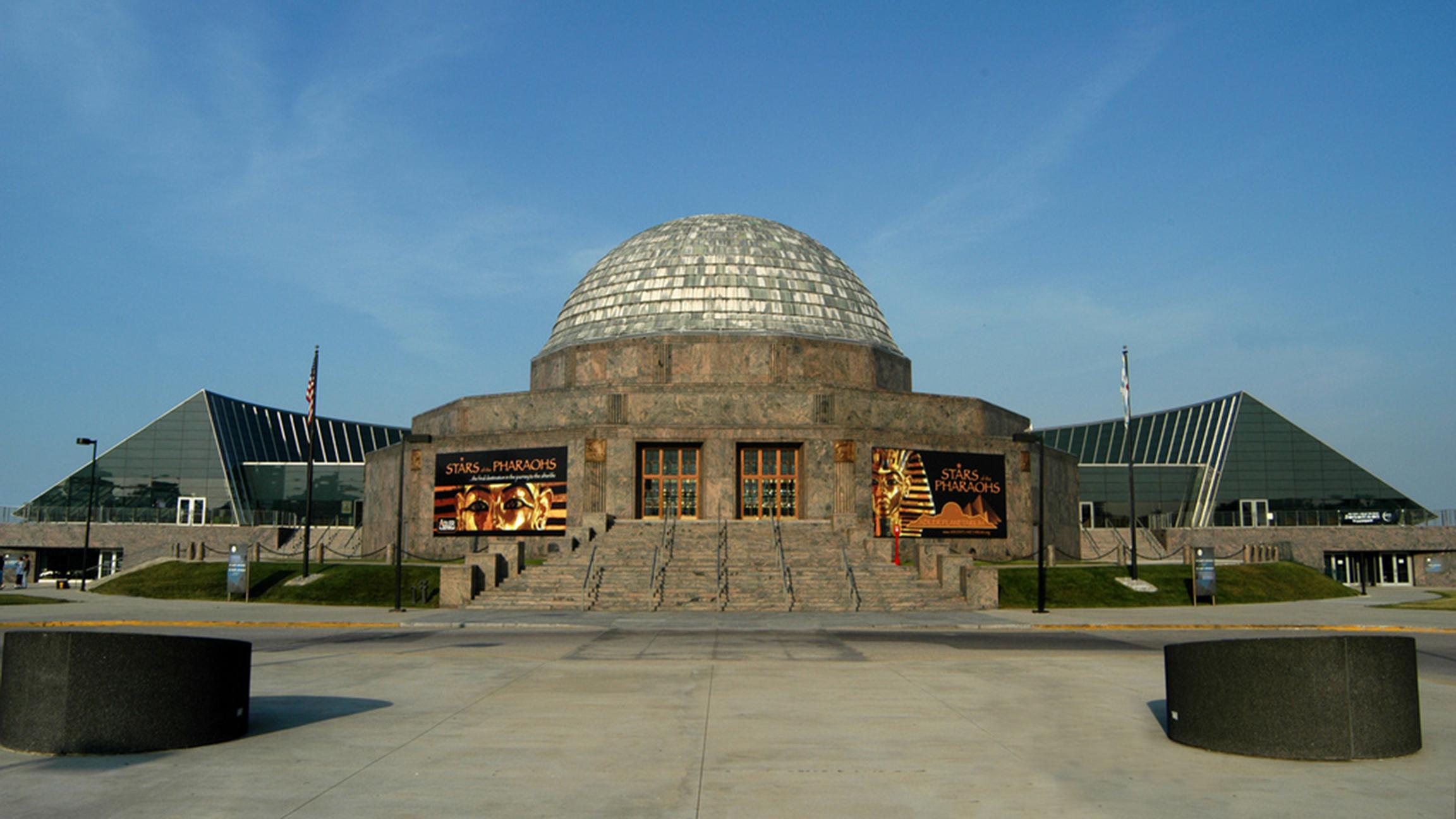 Kick off your weekend with some stargazing at the Adler Planetarium. (Smart Destinations / Flickr)