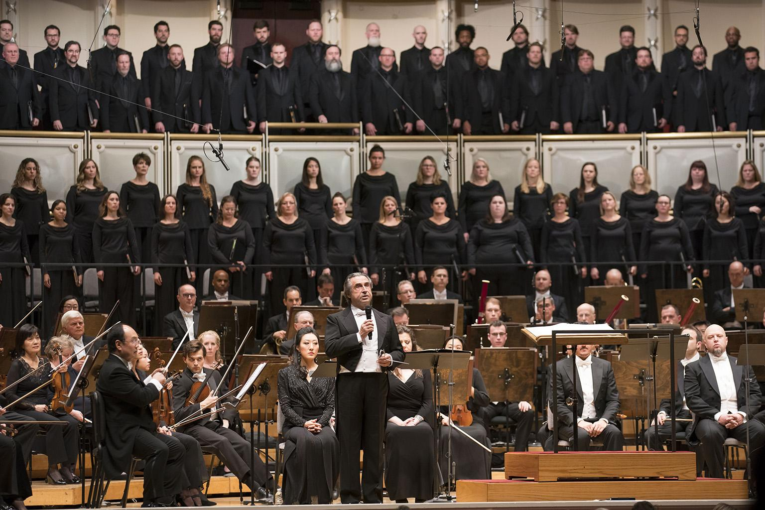 Zell Music Director Riccardo Muti dedicated the Thursday, Nov. 8 performance to the victims of the Thousand Oaks shooting. He asked the audience and musicians to stand for a moment of silence before the first notes of Verdi's Requiem. (© Todd Rosenberg)