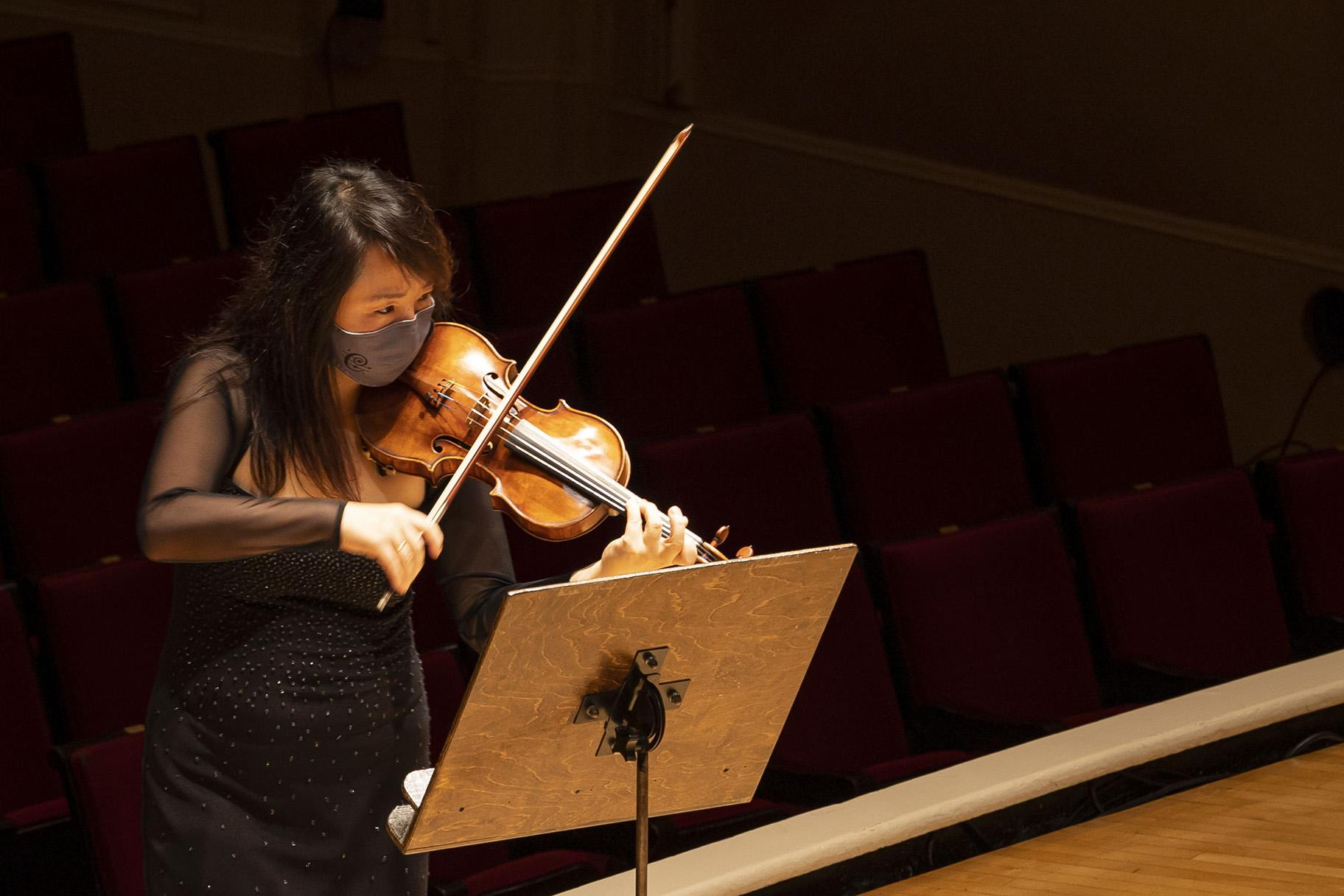Assistant Concertmaster Yuan-Qing Yu (Credit: Todd Rosenberg Photography)