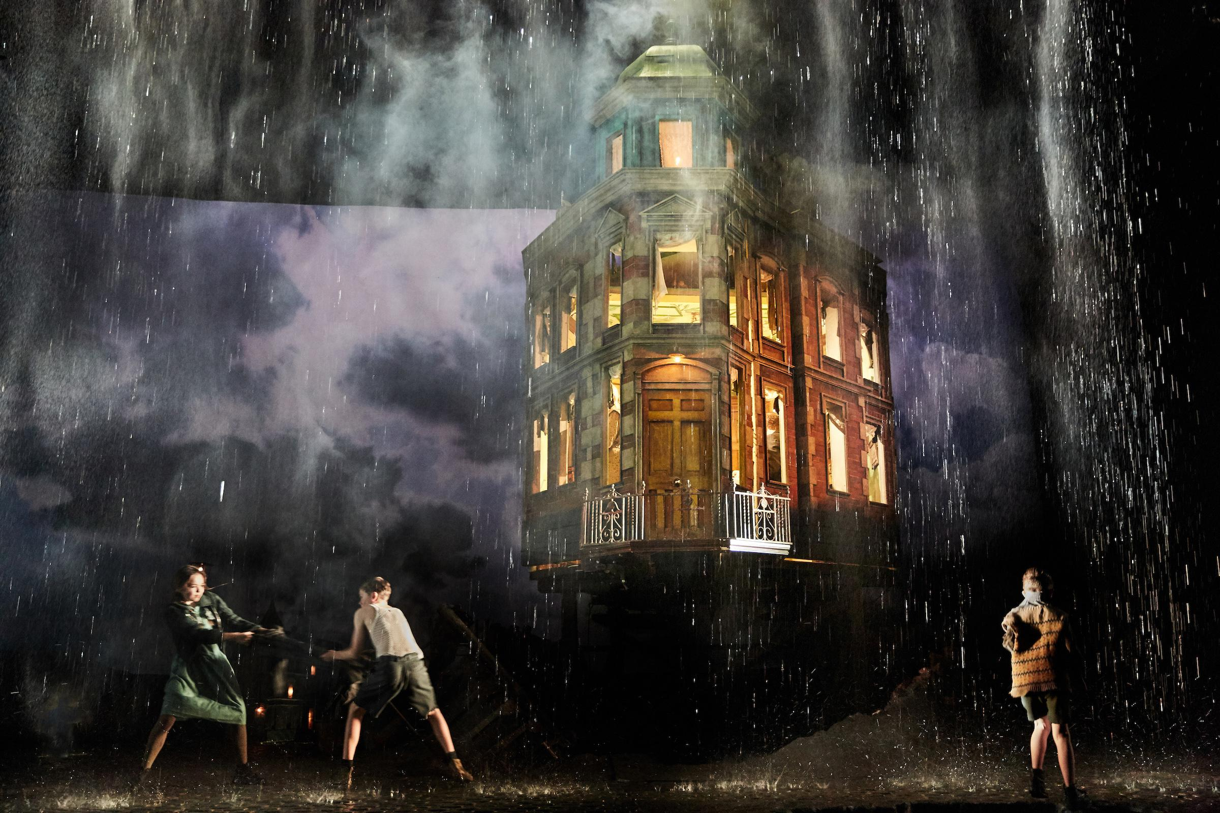 "The National Theatre of Great Britain's ""An Inspector Calls."" (Photo by Mark Douet)"