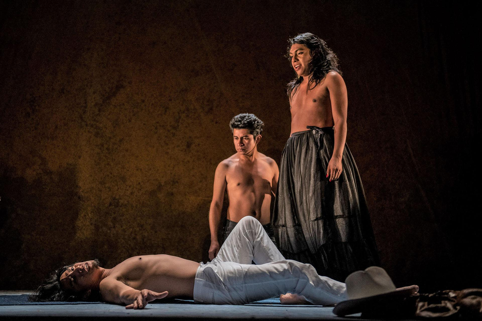 "Josué Maychi (from left), Lupe de la Cruz, and Alexis Orozco (who was unable to join the Chicago production and has been replaced by Domingo Mijangos) perform in ""Andares."" (Photo by Raúl Kigra)"