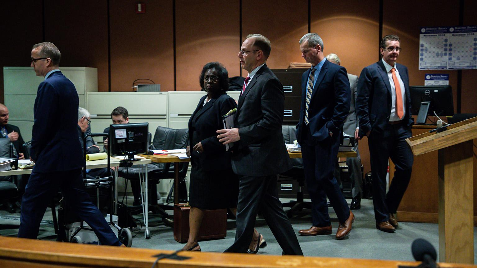 Prosecutors and attorneys confer during the trial of Chicago police Officer Thomas Gaffney, former Detective David March and ex-Officer Joseph Walsh with Judge Domenica A. Stephenson on Thursday, Nov. 29, 2018. (Zbigniew Bzdak / Chicago Tribune / Pool)