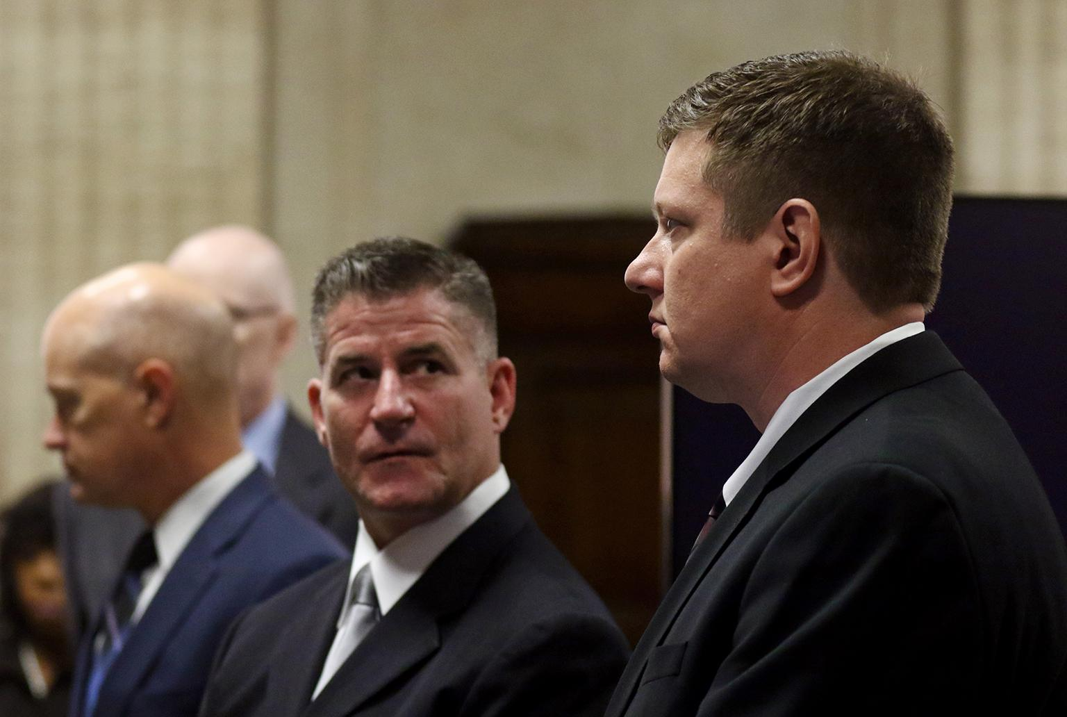 Defense attorney Dan Herbert, center, looks at his client, Chicago police Officer Jason Van Dyke, Wednesday, Sept. 26, 2018 during the trial. (John J. Kim / Chicago Tribune / Pool)