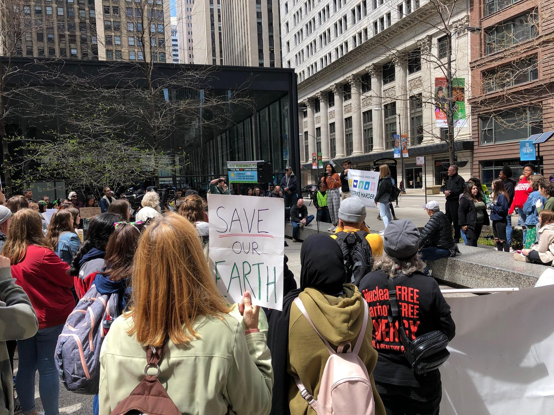 Students at the Illinois Youth Climate Strike listen to organizers during a rally in downtown Chicago on Friday, May 3, 2019. (Alex Ruppenthal / WTTW News)