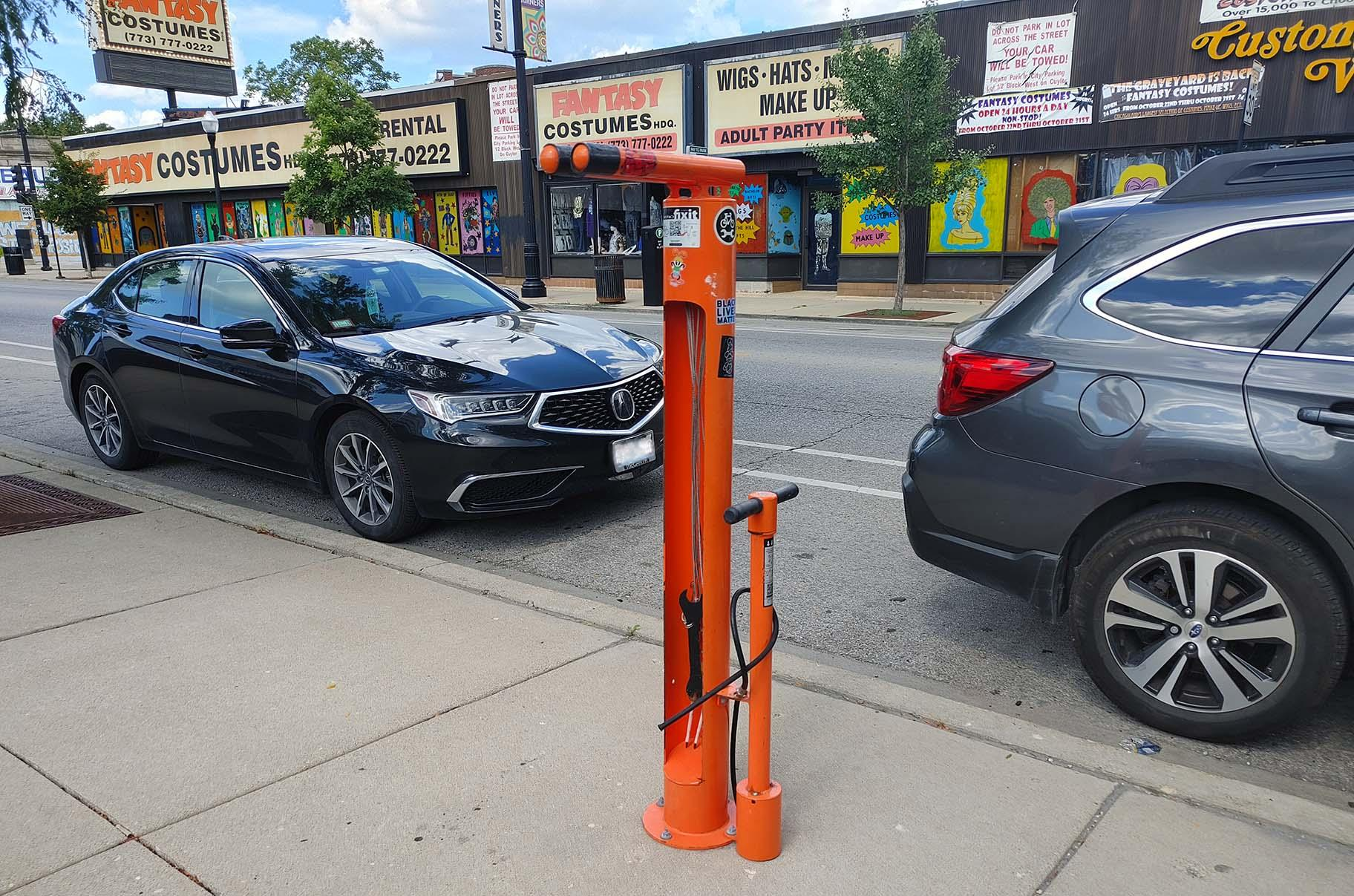 The first Fixit bike repair station to arrive in Portage Park is located at Milwaukee and Cuyler avenues. (Erica Gunderson / WTTW News)