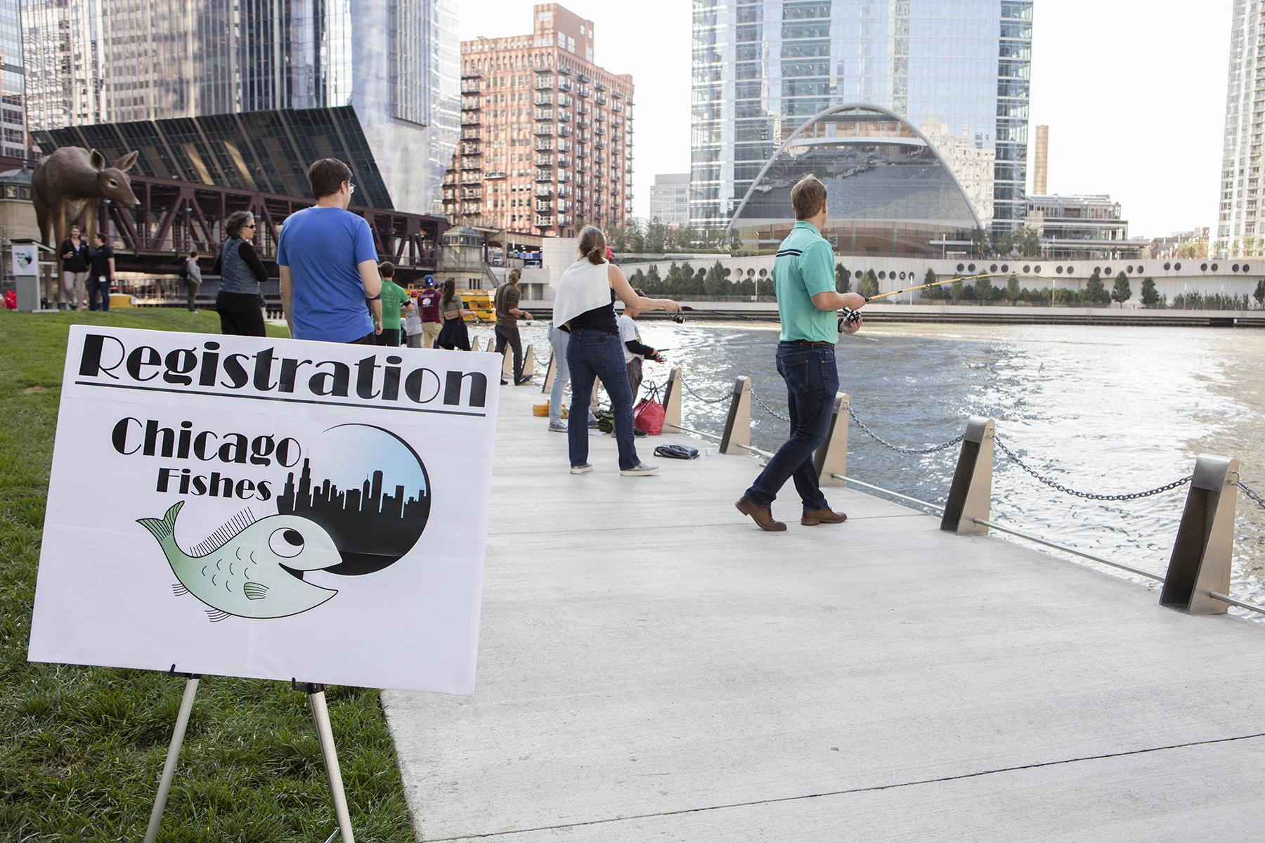 Hundreds of anglers participate in the #ChicagoFishes event Oct. 13 to celebrate decades of cleanup efforts to the Chicago River. (© Shedd Aquarium)