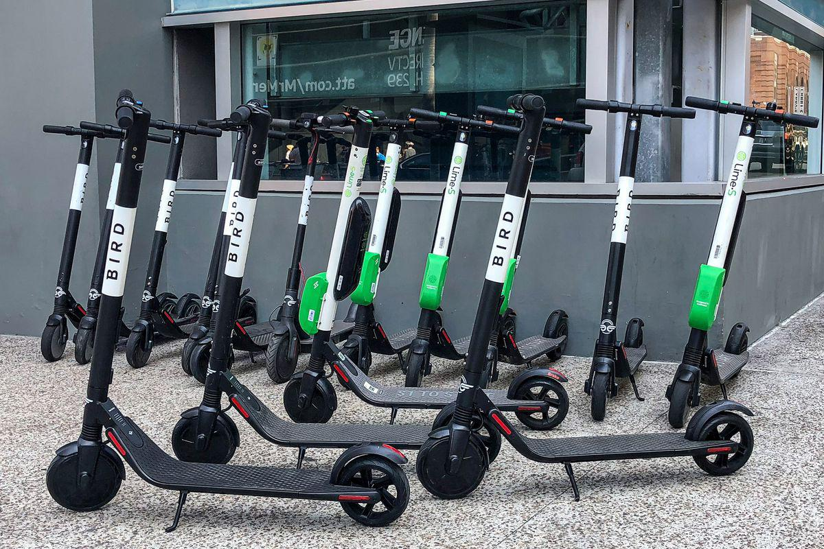 Chicago's new shared electric scooters can be used in streets and bike lanes, but not on sidewalks. Riders can park the scooters anywhere within established zones as long as they are upright and not blocking a sidewalk. (Baldesteinemanuel326 / Wikimedia Commons)