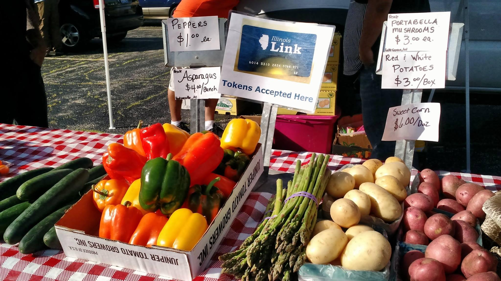 More than 40 farmers markets in Chicago accept payment with the Illinois Link card. (Illinois Farmers Market Alliance / Facebook)