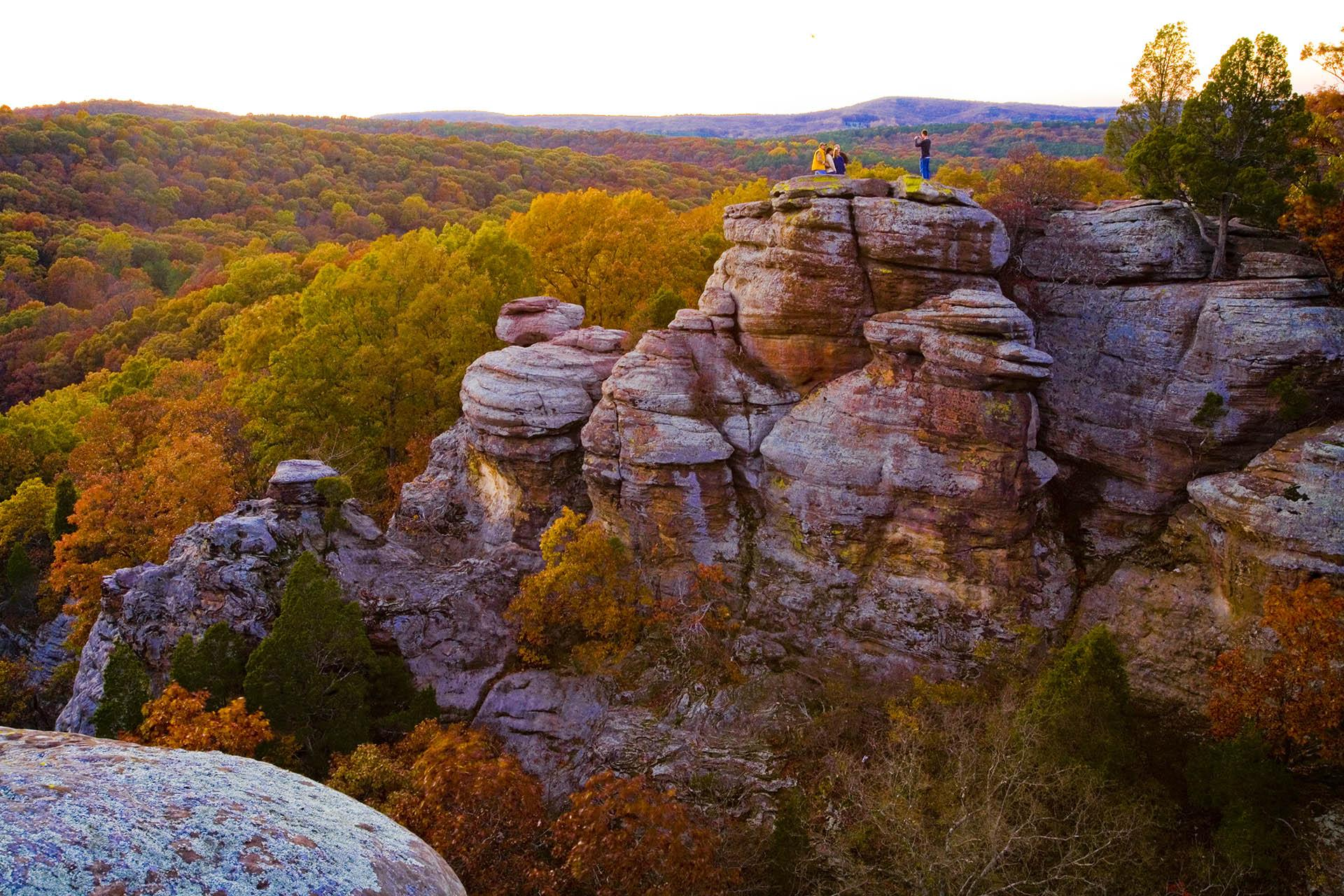 10 Fall Color Destinations in Illinois This Month