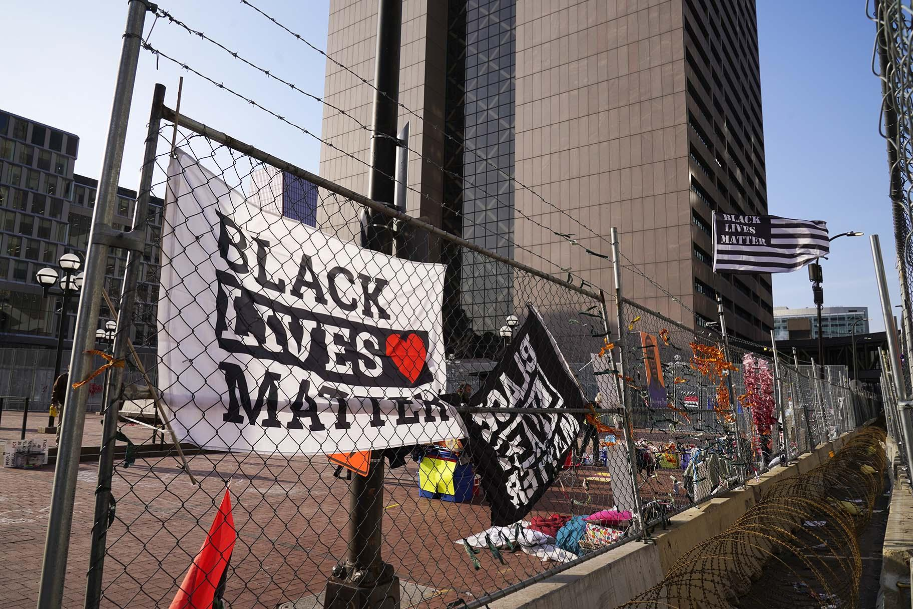 Black Lives Matter flags fly and line the fence surrounding the Hennepin County Government Center Friday, April 2, 2021 in Minneapolis where the trial for former Minneapolis police officer Derek Chauvin continues. (AP Photo / Jim Mone)