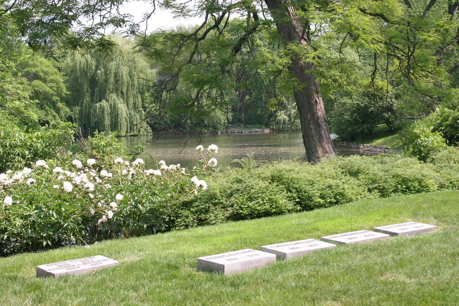 Graceland Cemetery (Thshriver / Wikimedia Commons)