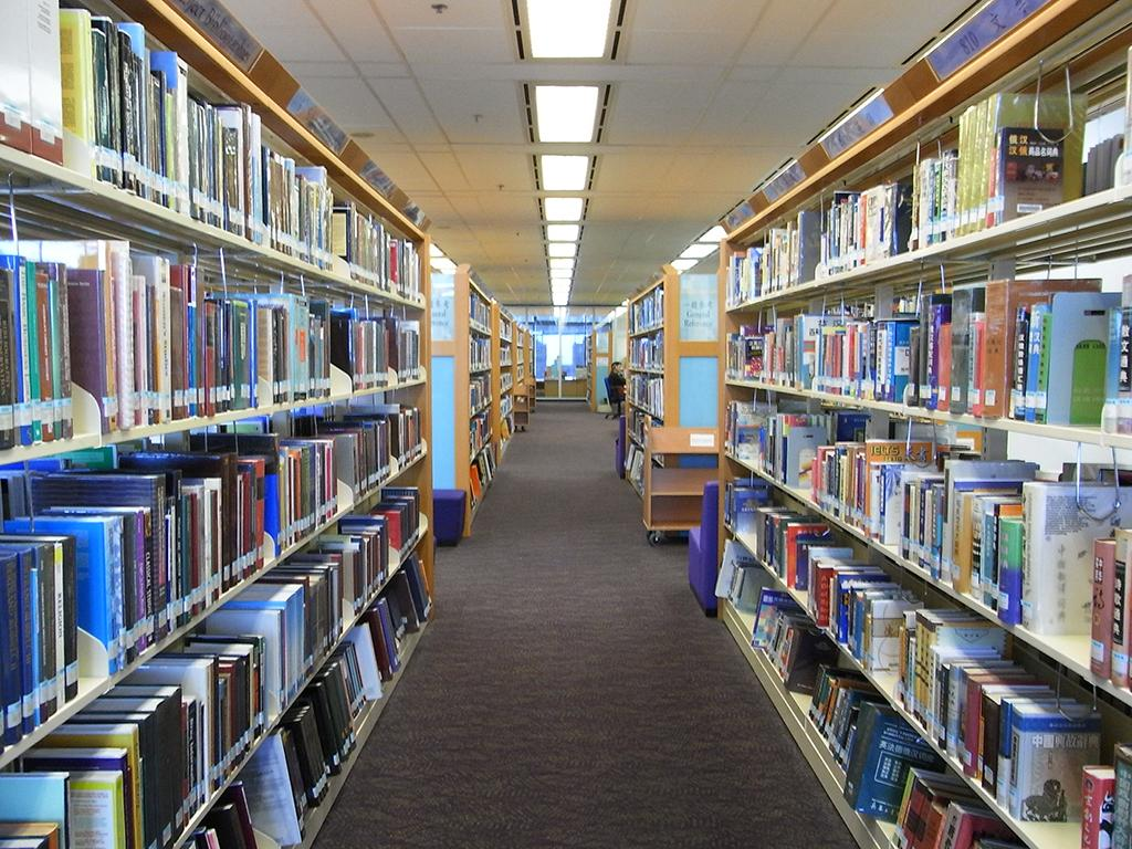 In a Wall Street Journal op-ed, a Wicker Park elementary parent claims the Chicago Teachers Union stopped parents who volunteered to staff their children's school library after its librarian was laid off. (Woomiusee / Wikimedia Commons)
