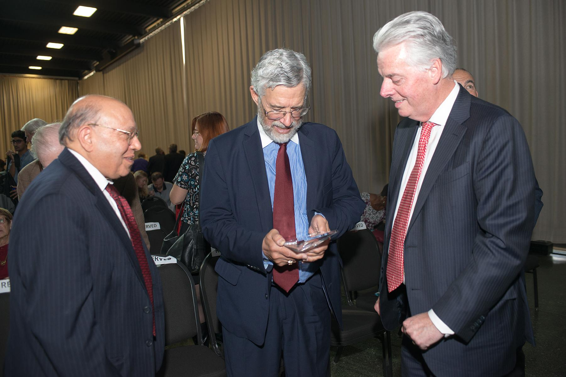 John P. Holdren, center, receives an award Oct. 19 from Illinois Institute of Technology Vice President for International Affairs Darsh Wasan, left, and IIT President Alan Cramb, right. (Bonnie Robinson / Illinois Institute of Technology)