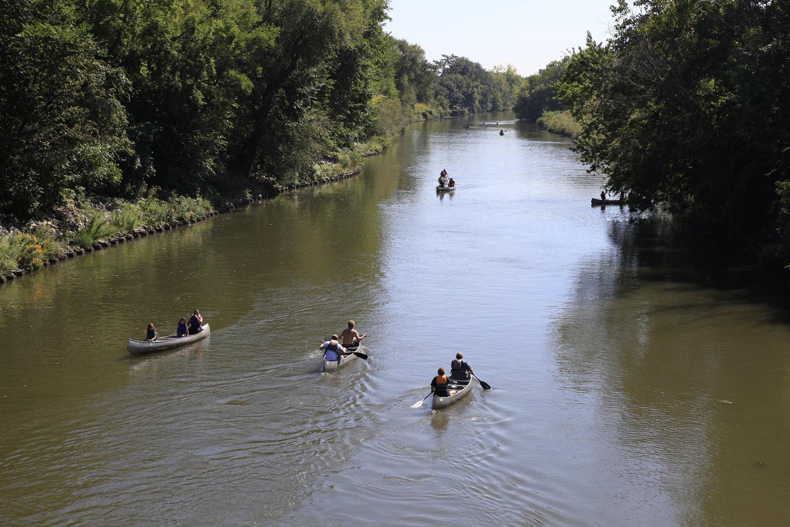 Kayakers on the North Branch of the Chicago River in Horner Park. (Courtesy U.S. Army Corps of Engineers)