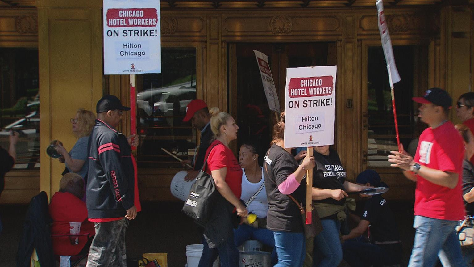 Workers picket in front of the Hilton Chicago on Tuesday, Sept. 11, 2018. (Chicago Tonight)