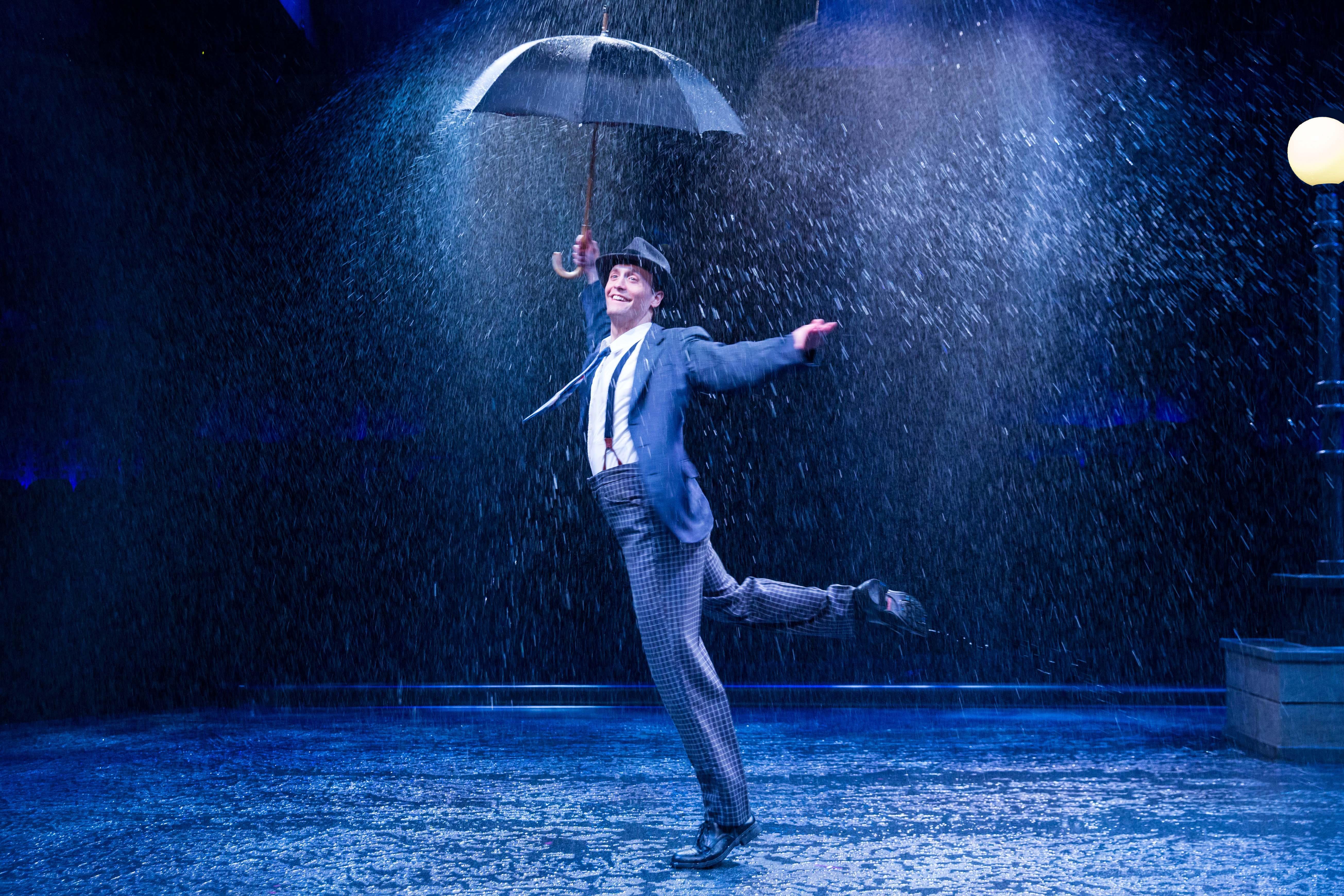 этой постер танцующие под дождем основном панки