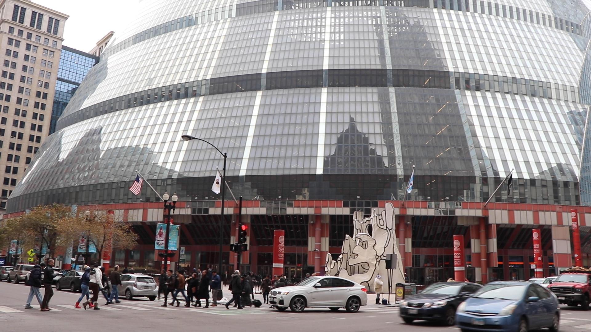 Located at 100 W. Randolph St., the James R. Thompson Center houses state government offices in Chicago. (Evan Garcia / WTTW News)