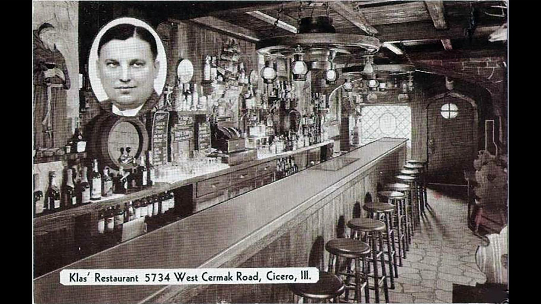 Počátky restaurace sahají do roku 1922, kdy český přistěhovalec jménem Adolf Klas otevřel malou provozovnu na místě.  Během příštích několika desetiletí se obchod a budova exponenciálně rozrostly - nakonec v banketových místnostech a baru obsahovaly až 350 lidí.  (Se svolením Chekman Group)
