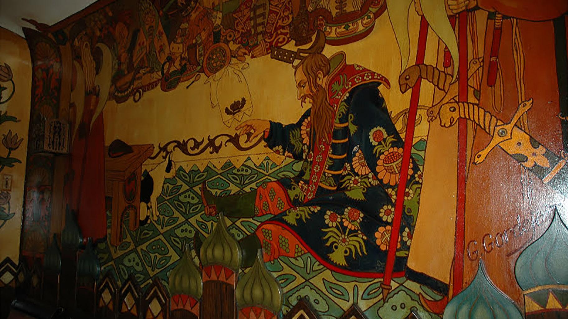 Vrcholem restaurace jsou její rozsáhlé fresky, které zobrazují různé příběhy a témata v různých místnostech.  (S laskavým svolením Irene Hoogstrom)