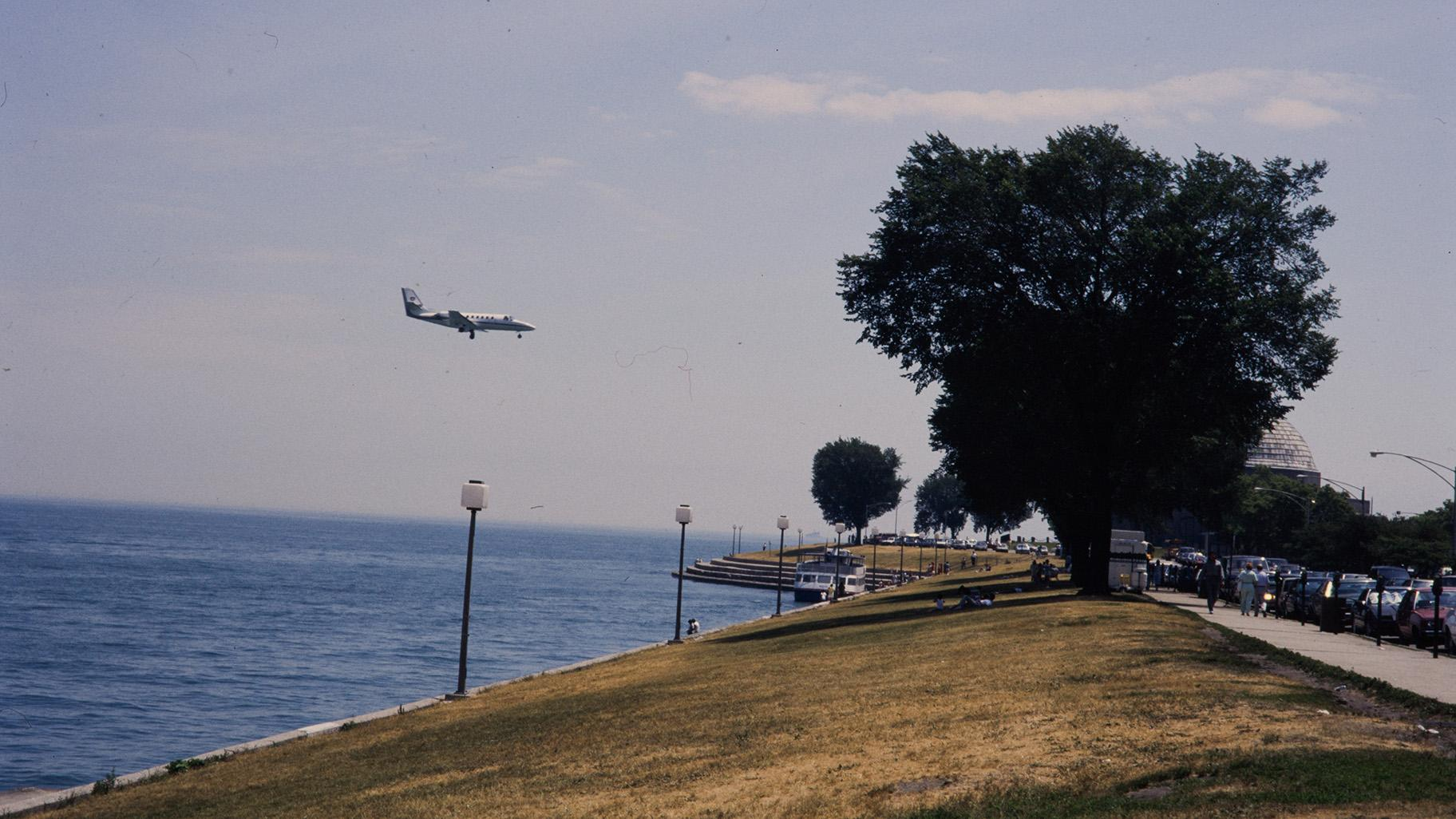 A plane lands at Meigs Field (Courtesy of Chicago History Museum)
