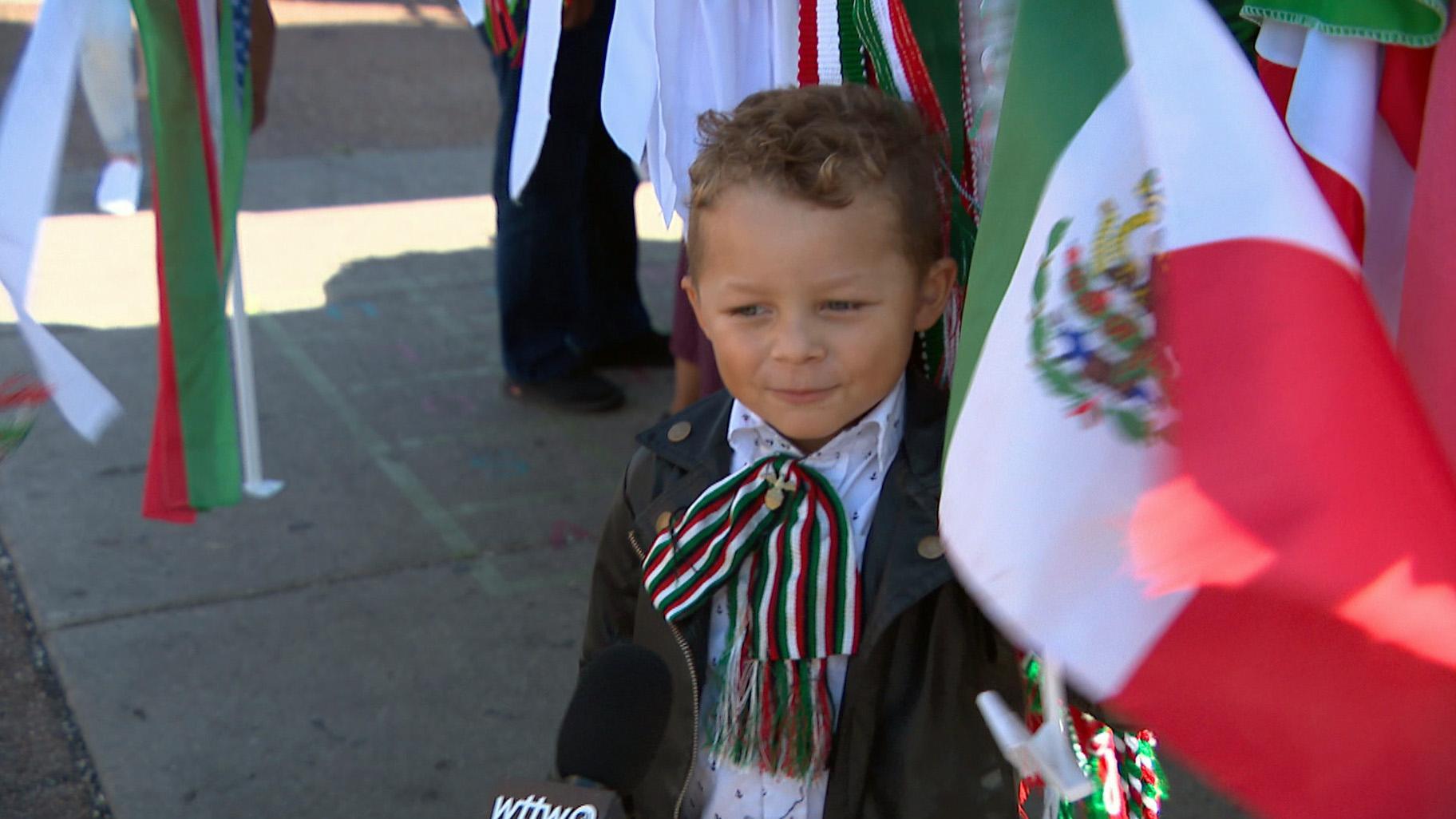 La vibrante comunidad de La Villita estaba repleta de orgullo mexicano mientras las celebraciones cobraron toda su fuerza por el Día de la Independencia de México.  (Noticias de WTTW)