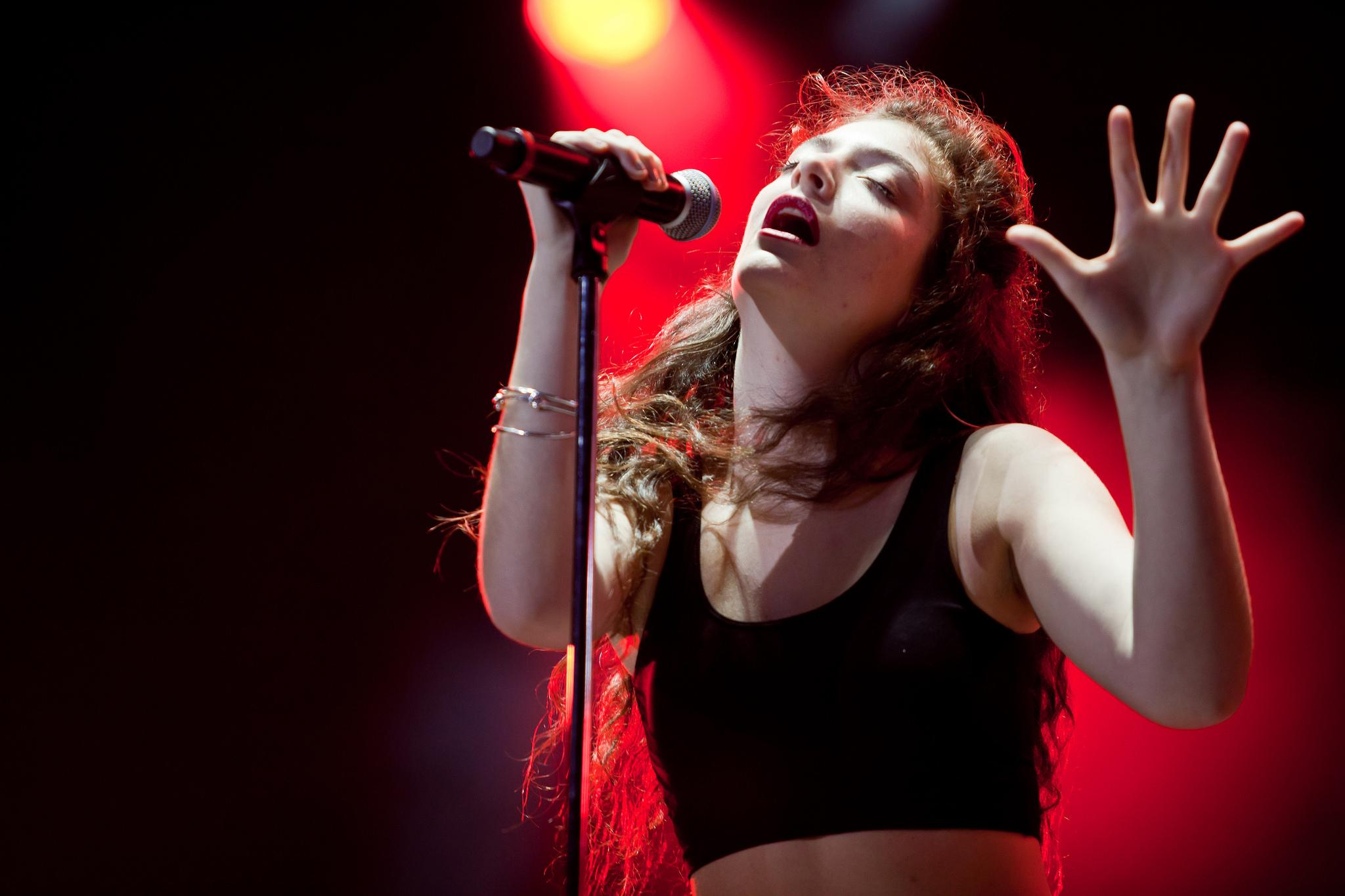 Lorde performs in 2014 at Lollapalooza Brasil. The singer-songwriter performs Thursday in Chicago. (Liliane Callegari / Flickr)