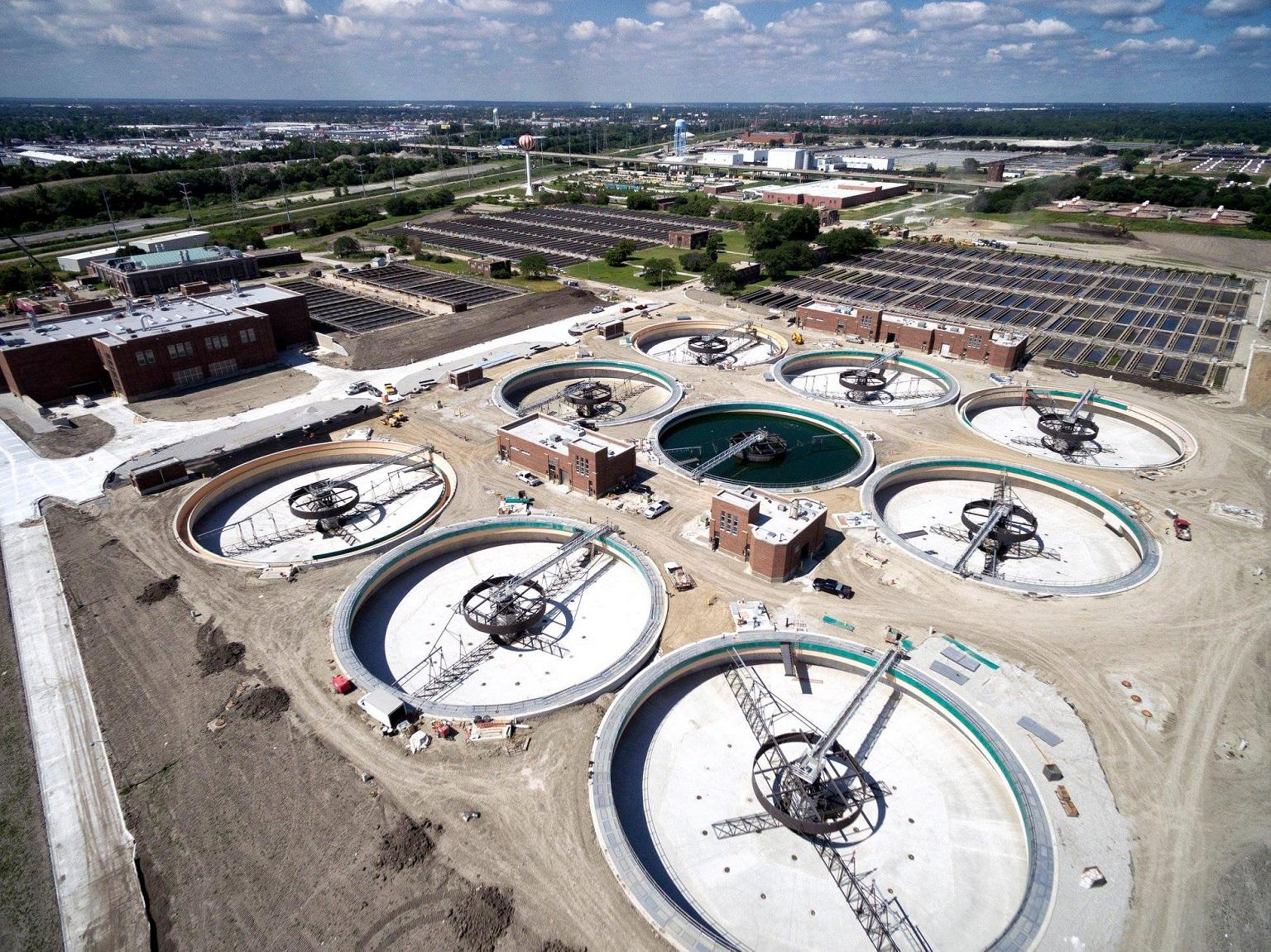MWRD says that new primary settling tanks at its Stickney Water Reclamation Plant are lowering its carbon footprint by trapping methane emissions and generating energy that can be returned to the plant. (Courtesy Metropolitan Water Reclamation District of Greater Chicago)